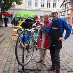 Am Wahlkampfstand der Grünen mit Fahrradflüsterer Hermino Katzenstein und MdL Charlotte Schneidewind-Hartnagel